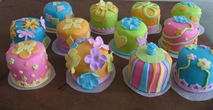 Mini Birthday Cakes - 4-5 colors; love the bottom borders