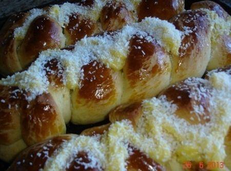 Receita de Pão Doce com Cobertura de Creme de Padaria - 3 tablete(s) de fermento biológico fresco, 2 xícara(s) (chá) de leite morno(a), 1 xícara(s) (chá) de Óleo de soja...