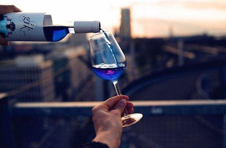 Τσιτέικο: Στην παραγωγή το πρώτο… μπλε κρασί!