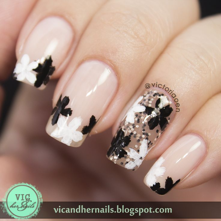 Black and white flowers nail art