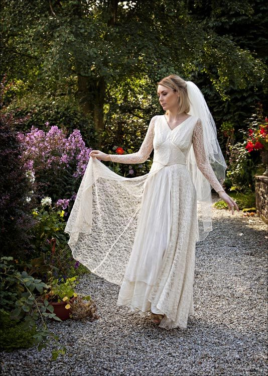 17 best ideas about 1940s wedding dresses on pinterest for Vintage 1940s wedding dresses