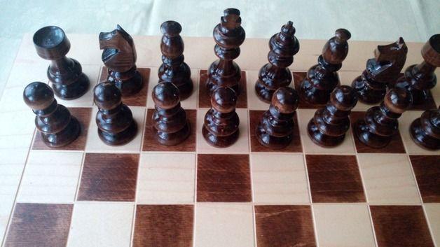 Juegos de mesa - De color nuez marrón juego de ajedrez de madera - hecho a mano por HandgefertigteSchach en DaWanda