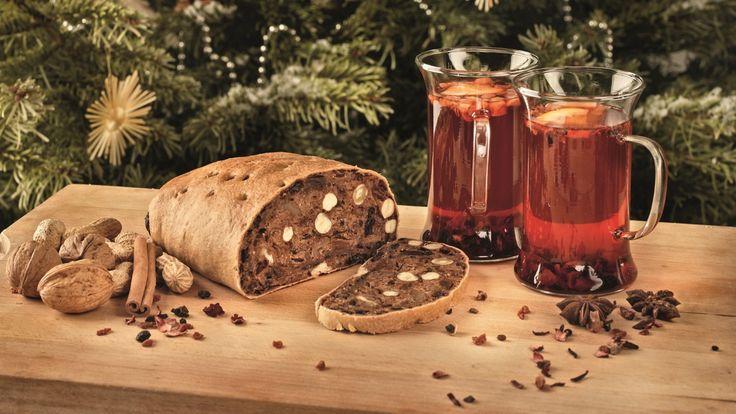In Tirolo non è Natale senza lo Zelten, il tradizionale pane dolce fatto di frutta secca, miele e spezie profumatissime del quale ciascuna famiglia ha la propria ricetta con ingrediente segreto.