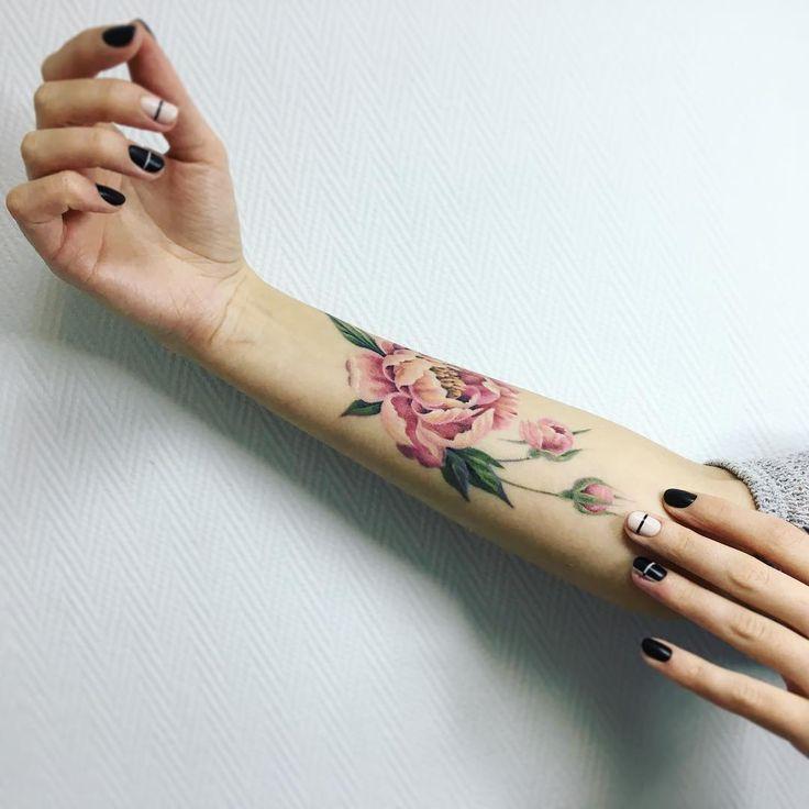 17 meilleures id es propos de tatouage pivoines sur pinterest tatouages de fleurs de pivoine. Black Bedroom Furniture Sets. Home Design Ideas