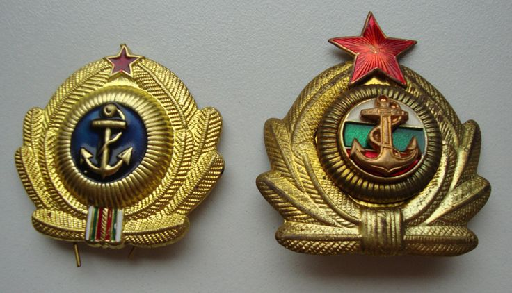 Bulgarian People's Navy fleet officers and marine officers' cap badge.