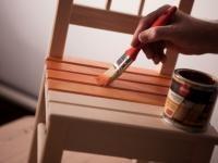 Ochrona drewna i dziecka często nie idą w parze. Gdy w domu mieszkają dzieci, środki ochrony drewna muszą być dobrane ze szczególną starannością.