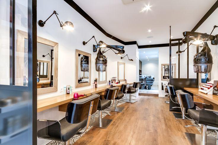 Rénovation totale d'un Salon de coiffure. Paris. Création espace Barber. Restructuration des Espaces. Aménagement d'une cabine de soins esthétiques Agence Déco: At Ome Déco Photos: ©Meero