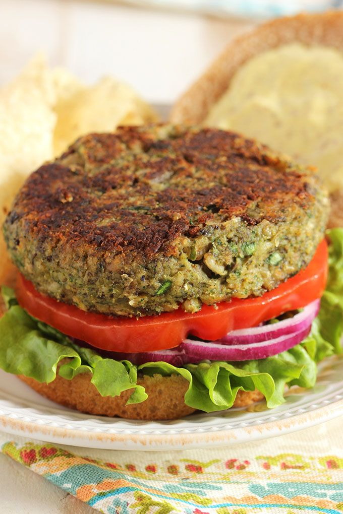 The BEST veggie burger recipe ever...super easy to make, freezer friendly and fiber packed.  This Mushroom White Bean and Farro Burger is a huge hit with my family. | @suburbansoapbox