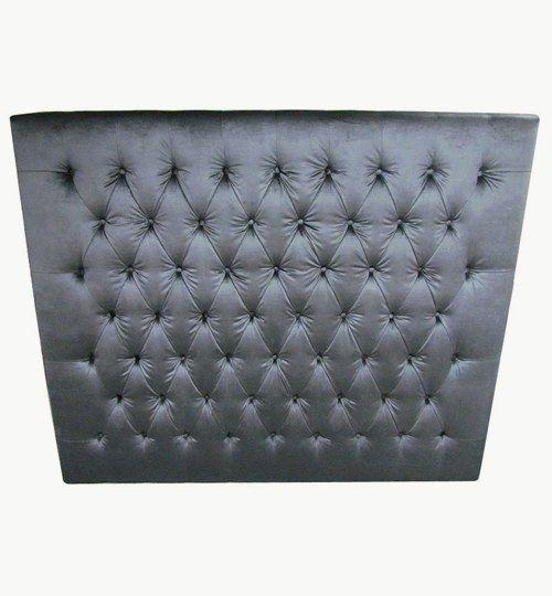 Specialtillverkad sänggavel, bredd 180 cm, höjd 150 cm, tjocklek 10 cm. Knappar i sammet Beslag för upphängning på väggen ingår. Sammet Ballroom Blitz från Nevotex Färg: svart #azdesign #sanggavel #huvudgavel #sammet
