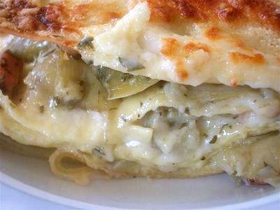 La ricetta delle lasagne ai carciofi è molto appetitosa e sostanziosa.Una ricetta di un primo piatto vegetariano stagionale.Le lasagne ai carciofi sono...