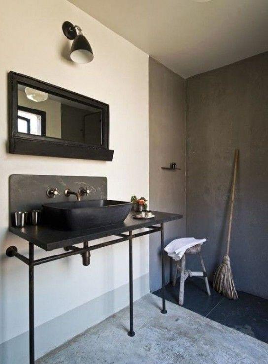 интерьер ванной в стиле индустриального минимализма