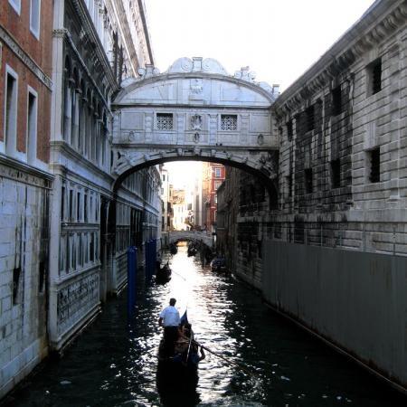 places venice italy bridge sighs