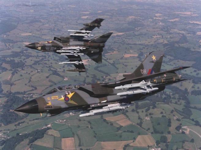Foto de archivo de os aviones británicos Tornado, considerados de...