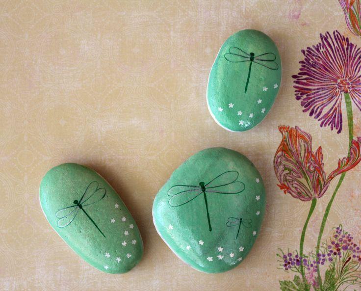 Libélulas. Painted Rocks Dragonflies