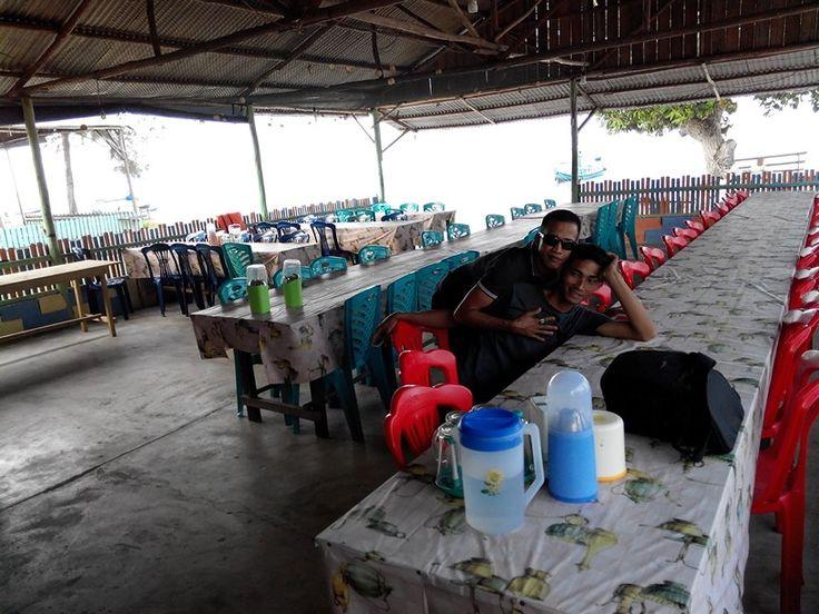 Restoran lokal / lokal resto di pinggir pantai tanjung kelayang belitung www.cakrabuanatour.com #lokalrestobelitung #pantaibelitung #belitungisland #wisatabelitung