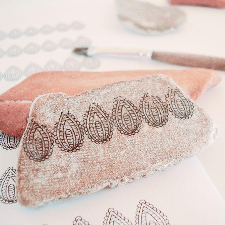 Ι love paisleys and seapottery. Here is a handprinted combination of them ready to become a jewelry. #artika #artikashop #artikahandmade #katerinaharbi #seapottery #paisley #jewelry #seapotteryjewelry #bohemianjewelry