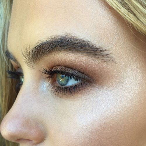 Subtle smokey eye and highlights to perfection