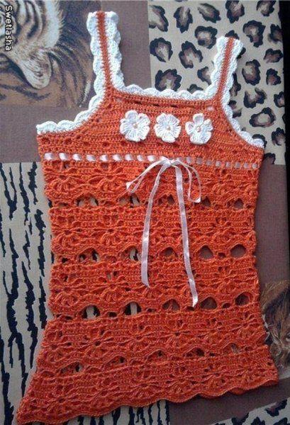 Robe orange et fleurie pour fillette avec ses grilles gratuites !