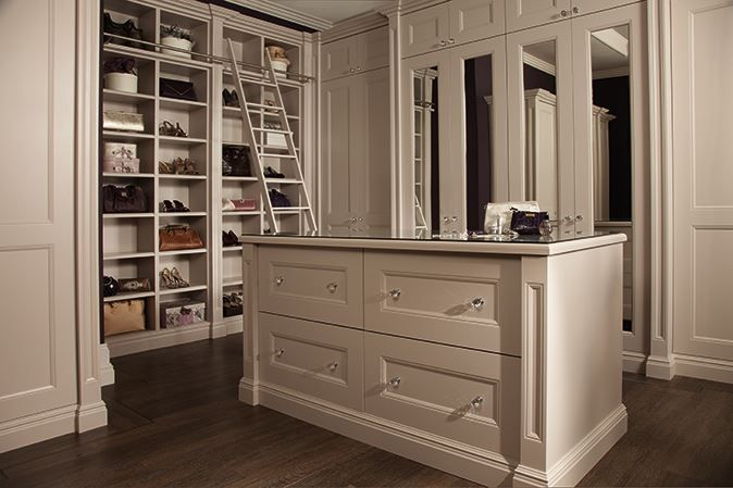 Luxury fitted dressing room furniture neville johnson for Dressing room furniture