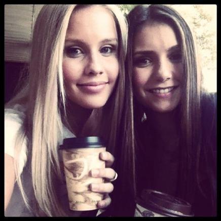 Claire & Nina :) Vampire Diaries!