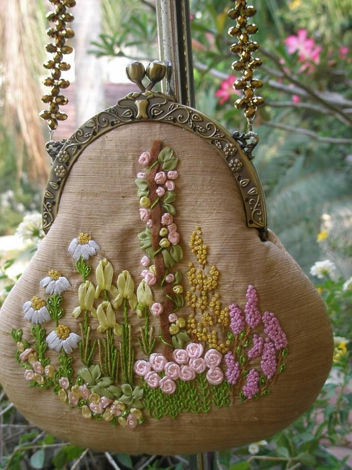 Little purse adorned with pretty ribbon flower embroidery <>