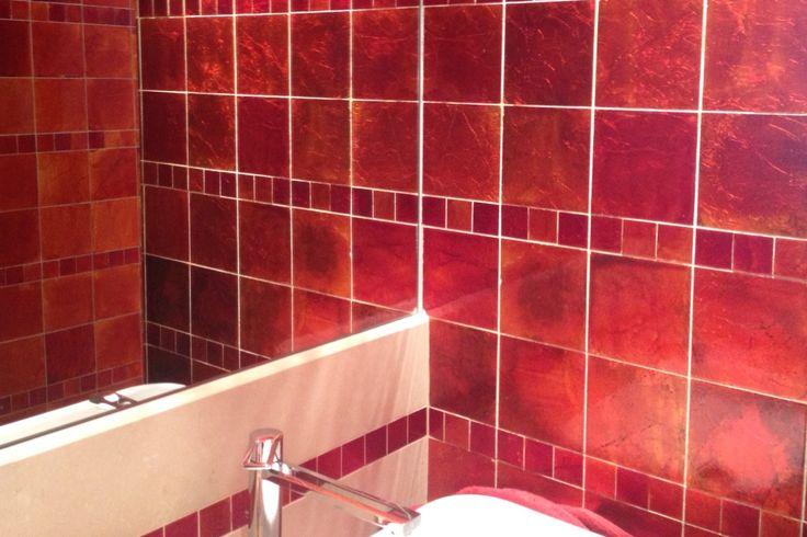 Wave Living Laqué: Mooie warme roodtinten in natuursteen door speciale technieken.