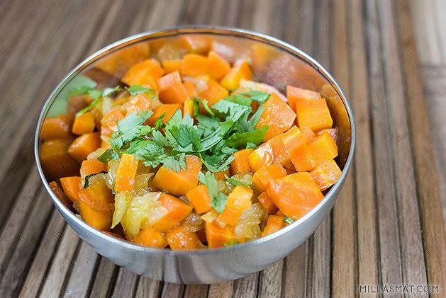 Varm marokkansk gulrotsalat [Obligatorisk falafeltilbehør].