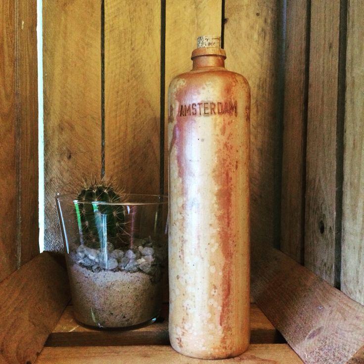 Gammel gin lerflaske 3/4 liter. Erven Lucas Bols't lootsje Amsterdam 60 kr