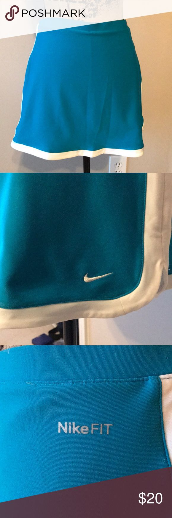 Nike activewear skirt Like new Nike skirt with built-in shorts. Nike Skirts