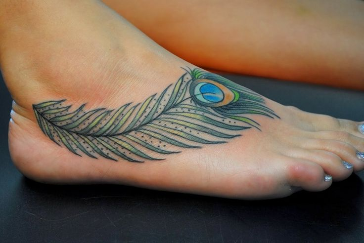 Tatuajes de plumas de pavo real - http://www.tatuantes.com/tatuajes-plumas-pavo-real/ #tattoo