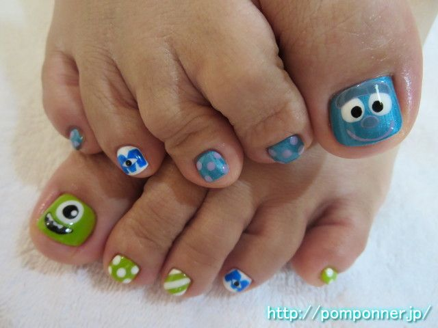 モンスターズインクのフットネイル  nail foot of Monsters, Inc. Art of the face is cute. I drew in the face of thumb Sally and Mike of Monsters, Inc.. And put a mark of M, ring finger has put the art of stripes and dots nail other.