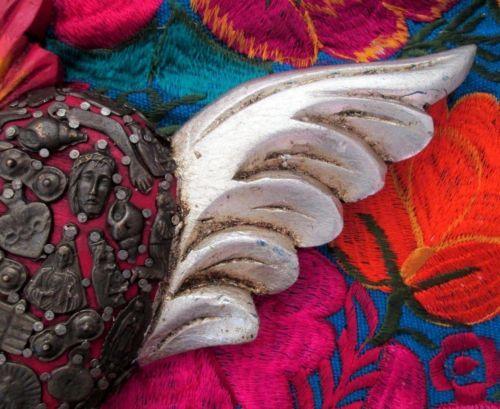 Corazón con alas Milagros Sagrado Corazón con Alas de arte popular mexicano Corazón Rojo