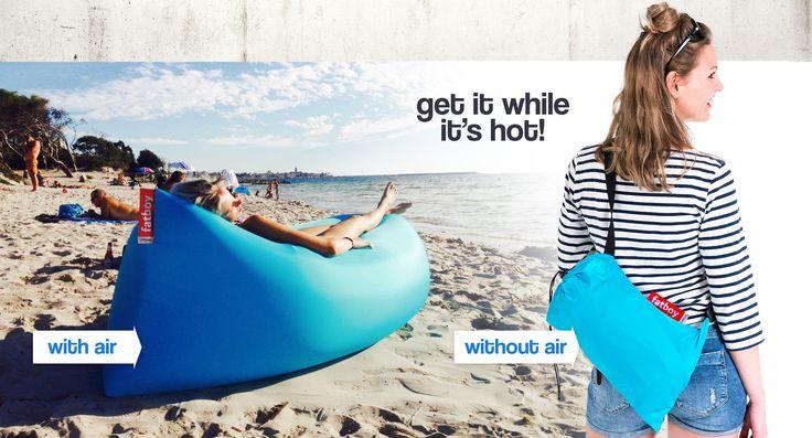 Lamzac  de ultieme loungeplek in een rugzakje #fatboy #musthave #beach #festival #relax #colour #trend