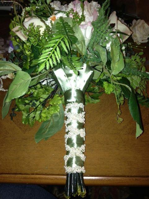 DIY Tutorial: 2 bouquet Wrap Styles *pic heavy* :  wedding afloral bouquet bouquet holder diy how to wrap romantic silk flower tutorial vintage B7