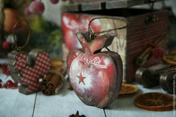 Купить Короб новогодний с игрушками Яблоки с корицей. Декупаж - короб для хранения, елочные игрушки
