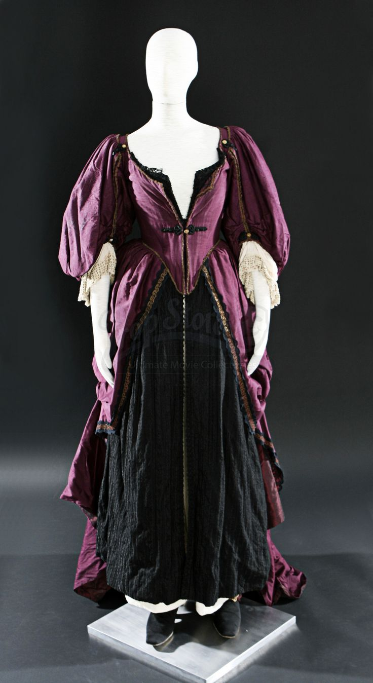 Pirates Of The Caribbean: The Curse of the Black Pearl  Elizabeth Swann (Keira Knightley) Purple Dress and Shoes