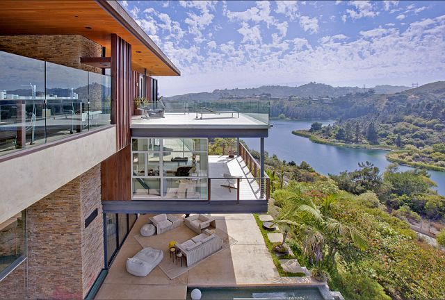 The house features spectacular views of Lake Hollywood and has five bedrooms. It was designed by Jeffrey & Rochelle Mills of Mills Studio.