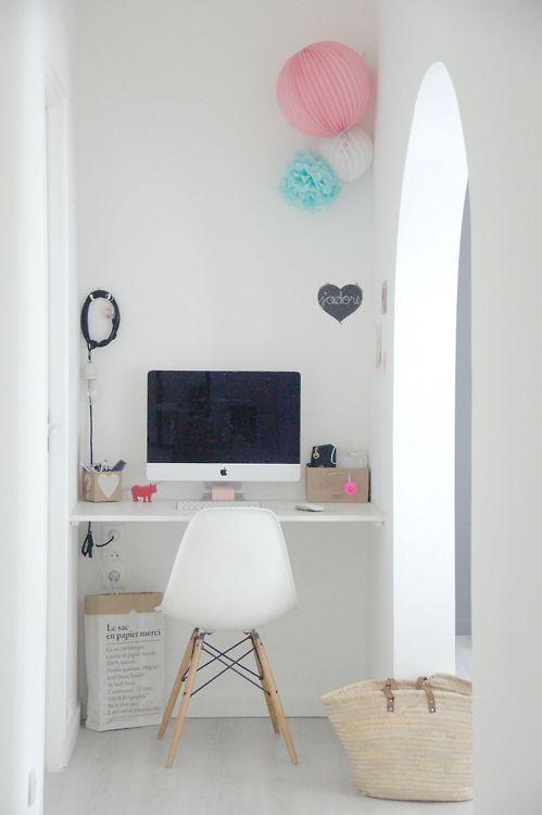 lovely workspace in a nook (via Le 3Ma de Jenny)