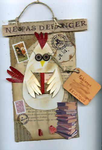 """Un jour une petite poule est née dans mes mails arts.......je l'ai appelé """"Poulette"""" je devais réaliser comme défi pour Corinne :faire un mail art """"avec une poule , du rouge, du raphia"""" une poulette amoureuse pour Cici14 Poulette au soleil pour Mirmi..."""