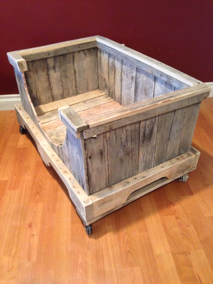 Pallet dog bed frame from pallets. With wheels