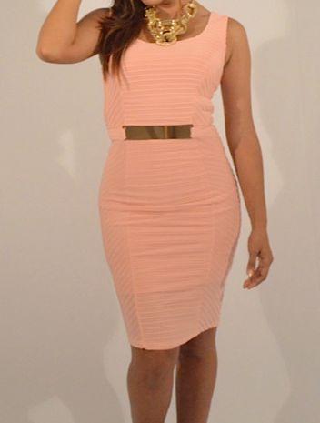 Vestido coctel herraje cintura disponible en peach, blanco y negro $139.990 Tallas S, M y L