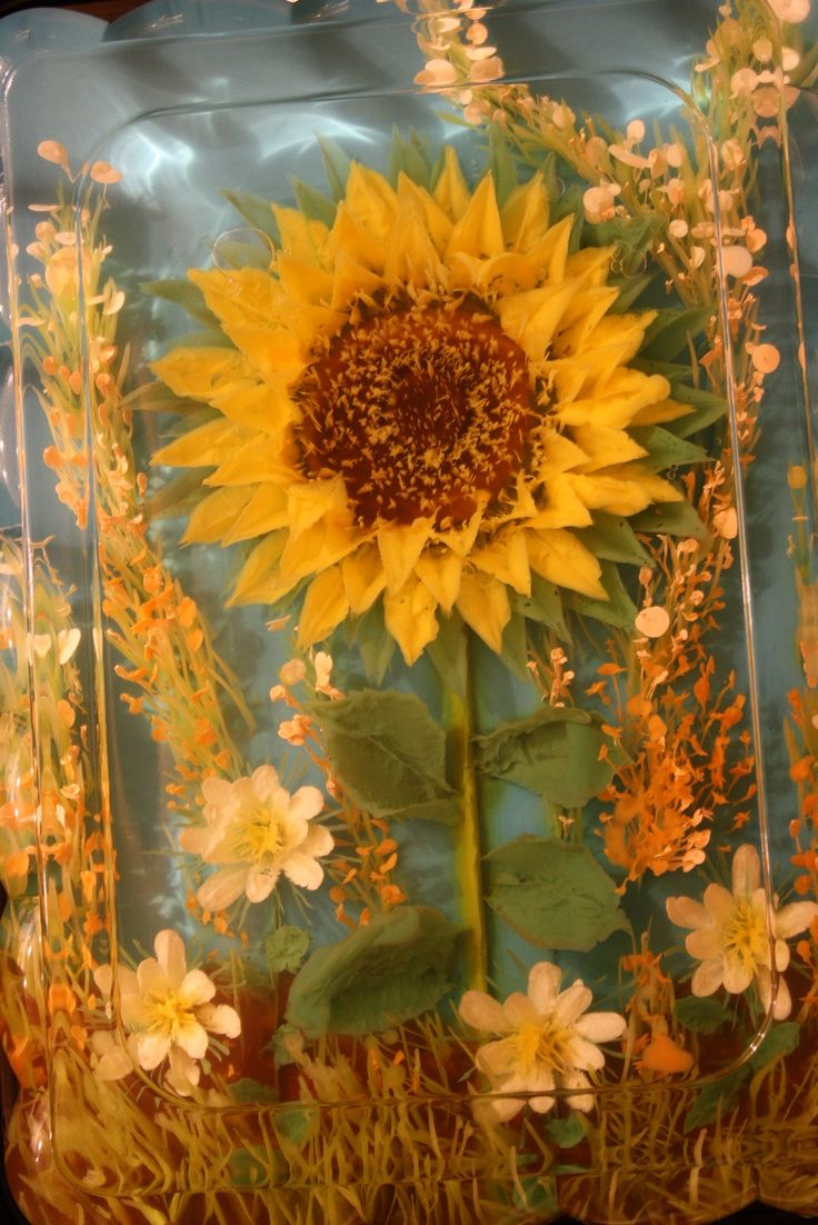 WOW ... This Sunflower is made with 100% gelatin! Gelatin art - from http://www.thejellolady.com GORGEOUS!