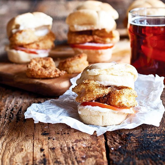 Beer Battered Shrimp Po'Boy Sliders With Ipa Creole Mayo // Salt & Wind. Find this #recipe and 30+ more on our Inspired by New Orleans Feed at https://feedfeed.info/neworleans?img=1147302 #feedfeed