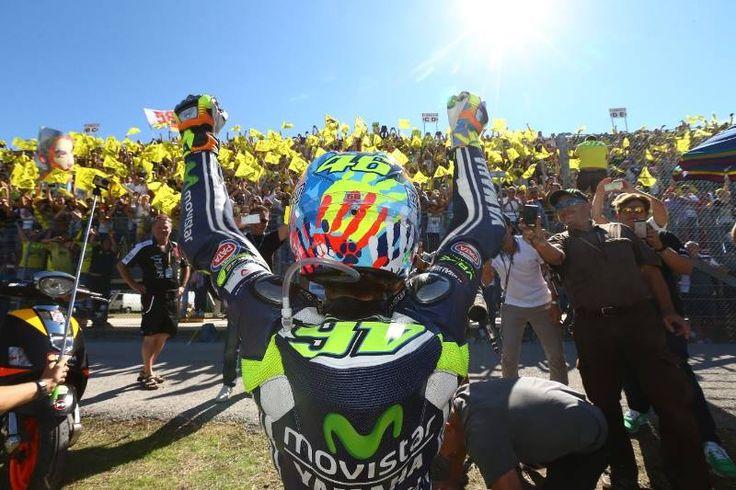 Valentino Rossi 46 con i suoi Fans MotoGP Misano 2014
