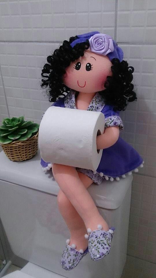 Fabrica estas divertidas muñecas para sostener el papel higiénico y decorar tu baño. Están de moda y con ellas lograrás darle un toque cáli...