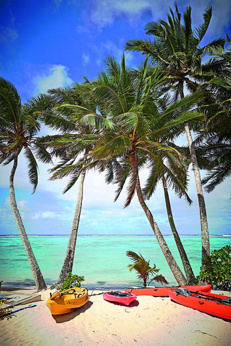 Islas Cook, el archipiélago más remoto de la Polinesia se prueba en festines con cangrejo, cerdo asado y frutas tropicales.