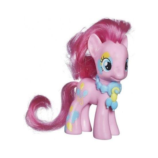 Plastic Pinkie Pie speelfiguur, de roze pony bekend van My Little Pony. Het speelfiguur is ca. 8 cm groot.