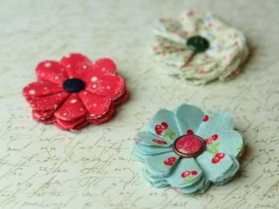 Make fabric flowers in only a few minutes using scrap fabric and a hot glue gun. Photo instructions for two different floral designs. So simple to make, and they look gorgeous!