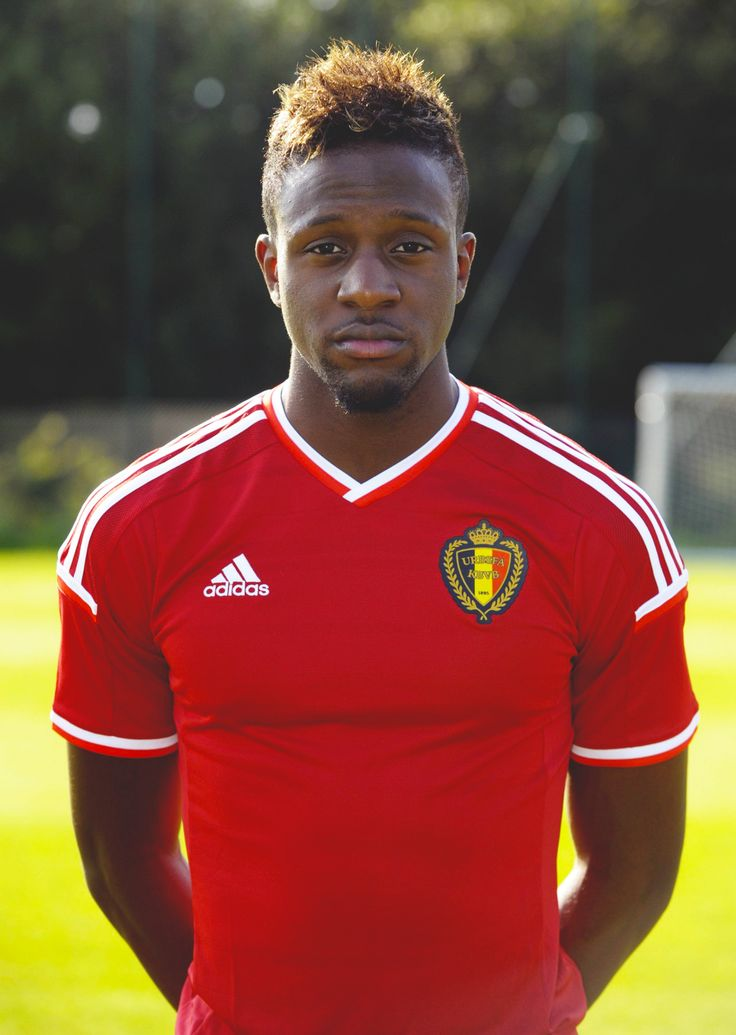 The 22-year old son of father Mike Origi and mother(?), 185 cm tall Divock Origi in 2017 photo