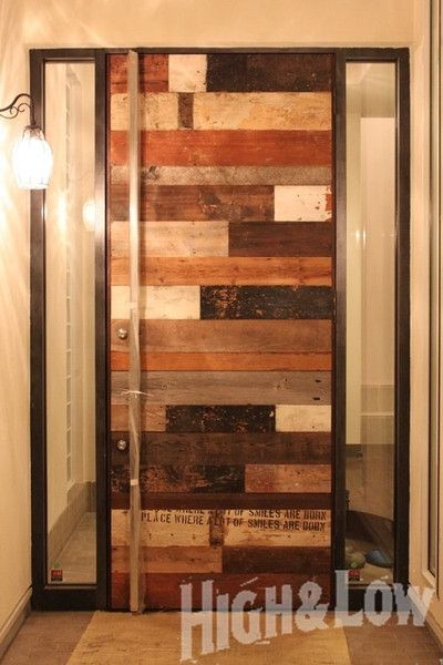 「NEW VINTAGE」 数年前に作った玄関ドア。 古材をランダムに貼り合わせ...